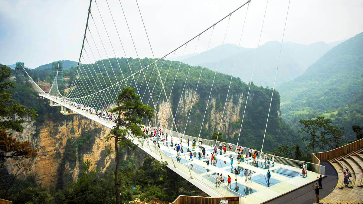 Zhangjiajie Grand Canyon Glass Bridge, about 40 kilometers (25 miles) from Zhangjiajie National Forest Park, is the world's longest and highest glass-bottomed bridge.
